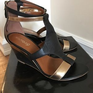 Black and Gold Boutique 9 wedge Heels